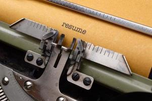 reanudar en máquina de escribir foto