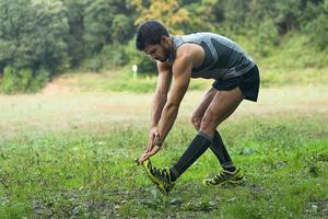 hombre preparandose para correr