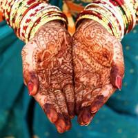 hermosa novia india manos foto