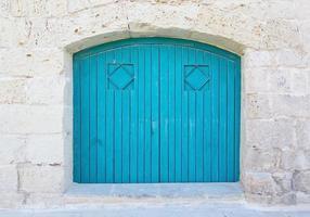 puerta de madera azul turquesa foto