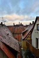 Vista a los tejados en el casco antiguo de Rotenburg en Tauber,