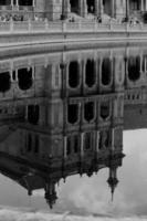 The mirror  of Plaza de España