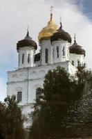 reflejo de la iglesia foto
