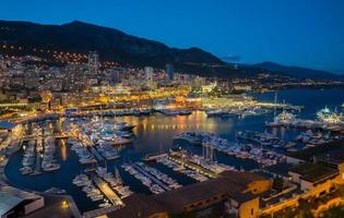 Mónaco en la noche