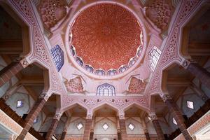 dentro de la mezquita de putra, putrajaya