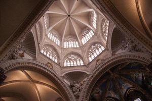 El ápice de los arcos, catedral de valencia, españa foto