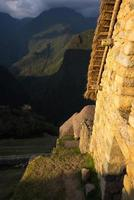 Última luz del sol en Machu Picchu, Perú foto