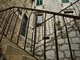 escaleras con soportes metálicos foto
