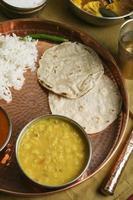 gujarati tuvar dal - es un plato picante y dulce foto