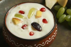 frutas shrikhand es un dulce indio foto