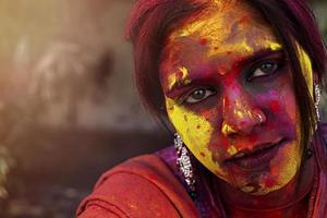 joven india después de holi foto
