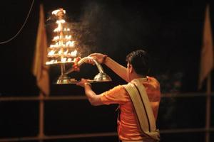 Heiliger Sacerdote hindú en Varanasi