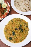 El curry de arvejas malabar es un plato de kerala. foto