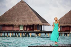 femme, sur, plage tropicale