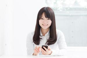 young girl with smart phone photo