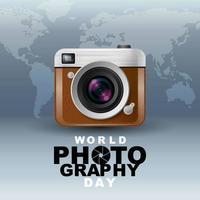 Cartel del día mundial de la fotografía con cámara y mapa vector
