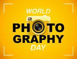 Cartel del día mundial de la fotografía con cámara amarilla vector