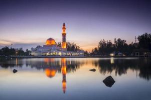 hermosa mezquita en glorius sunset foto