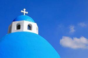 hermosa cruz con cielo azul y nube blanca