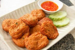 Tortas de pescado frito comida tailandesa - imagen de stock foto