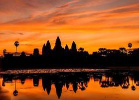 silhouet angkor wat kasteel.