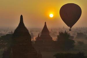 templos de Bagan no início da manhã. Mianmar (Birmânia).