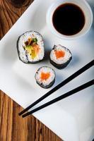conjunto de sushi japonês