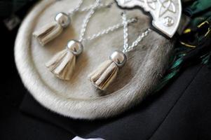 accesorio escocés con detalle de sporran de falda escocesa