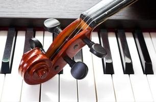 Violin and piano keyboard