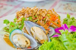 thai style new zealand sea mussel salad