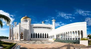 Mezquita del sultán omar ali saifuddin en brunei foto
