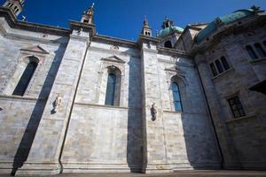 catedral de como en el lago de como foto