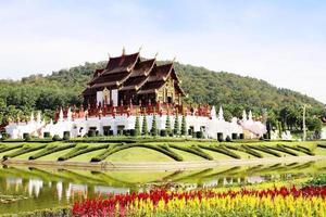 Ho Kham Luang en Royal Park Rajapruek, arquitectura tradicional tailandesa foto