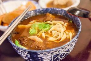 sopa de fideos vegetarianos foto
