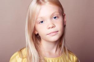 Kid girl posing over brown photo