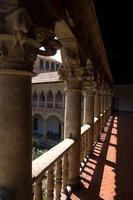 claustro em las dueñas convent. salamanca, espanha