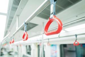 corrimão do metrô
