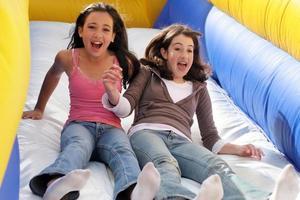 chicas divirtiéndose