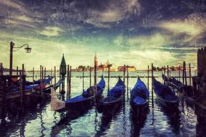 Góndolas en el Gran Canal de estilo retro, Venecia, Italia.