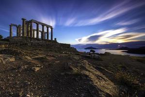 puesta de sol en el templo de poseidón en larga exposición