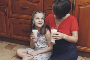 la madre y los hijos a casa foto