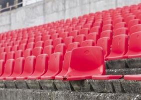 assentos quebrados no estádio