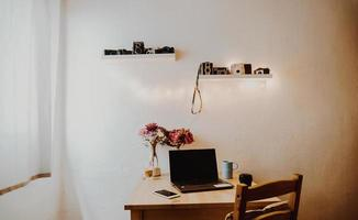 estación de trabajo de oficina en casa