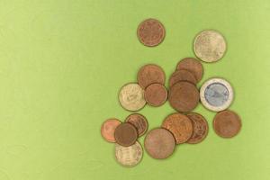 várias moedas de euro foto