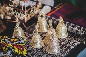 campanas de color dorado