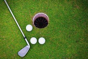pelotas de golf y club de golf
