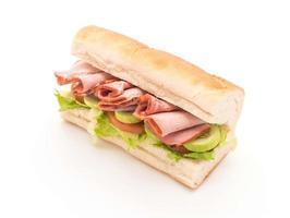 sándwich submarino de jamón y ensalada