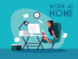 Jeune pigiste travaillant à distance de la maison