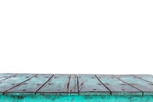 Vacío superior de la mesa de madera o mostrador aislado en blanco