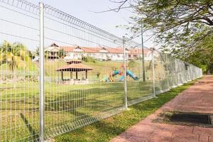 veiligheidsgrens hekwerk bij woongemeenschap